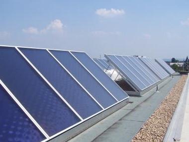 Solaranlage zur Warmwasser und Heizungsunterstützung mit der Energie der Sonne.